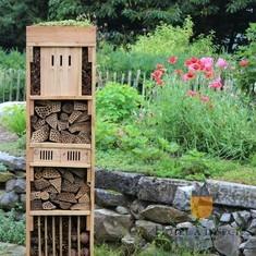 Hôtel à insectes avec toiture végétale
