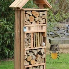 Les mangeoires pour oiseaux - Hôtel à insectes